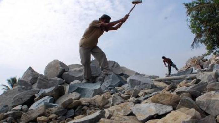 tukang-pemecah-batu_20150910_151854