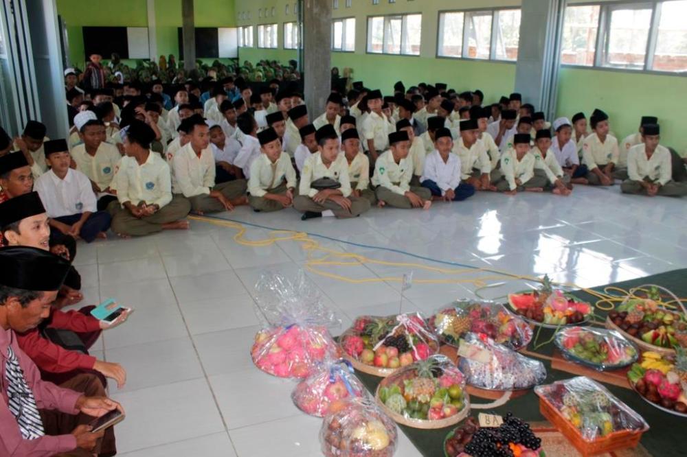 Para-siswa-MTs-dalam-acara-peringatan-Maulid-Nabi-Muhammad-saw-tahun-2016