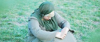 sad-alone-muslim-women-11490243
