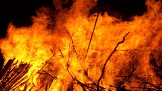 ilustrasi-api-terbakar-kebakaran_20150914_163316