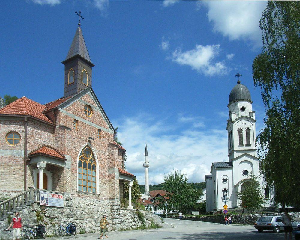 1200px-Bosanska_Krupa_Churches